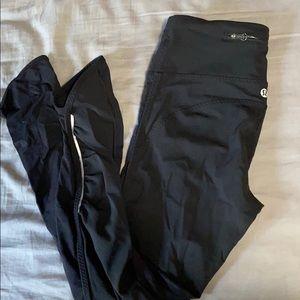 Black sleek lululemon leggings
